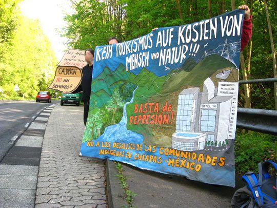 Proteste gegen Filipe Calderón und seine Politik am Fuße des Petersberges in Bonn