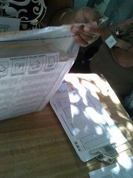 Verpackung von Wählerlisten am 27. Juni 2012 in Tecate / gabofr, CC BY 2.0, flickr
