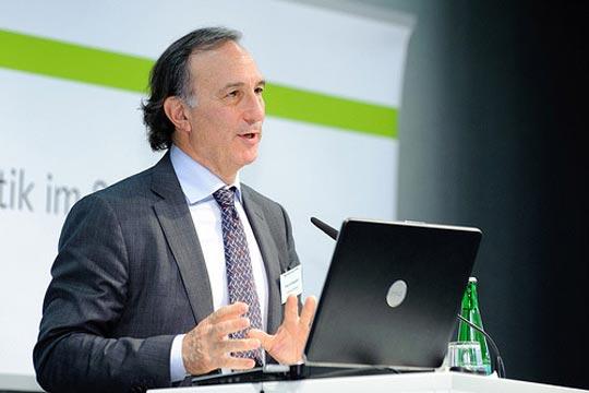 Der Vorsitzende von CI, P. A. Seligmann bei einer Konferenz der Böllstiftung / böllstiftung, flickr