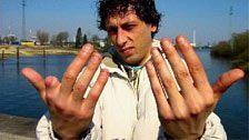 Neun Finger, keine Papiere - Ein illegaler Tagelöhner will sein Recht