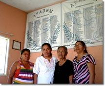 Foto: Tita Radilla und Mitglieder der Vereinigung von Familien der Verhafteten Verschwundenen in<br />Mexiko (Afadem), Februar 2011 © SIPAZ